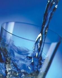 Kanskje man ikke skal drikke så mye vann til maten?