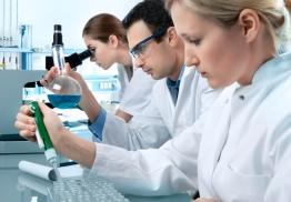 Naturterapeuter innen biopati jobber også i laboratorium